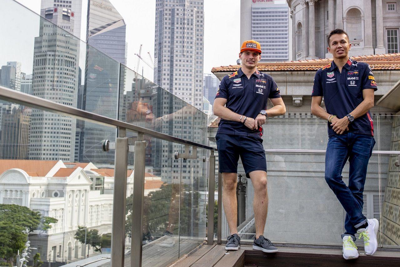 2019年F1第15戦シンガポールGP マックス・フェルスタッペンとアレクサンダー・アルボン(レッドブル・ホンダ)