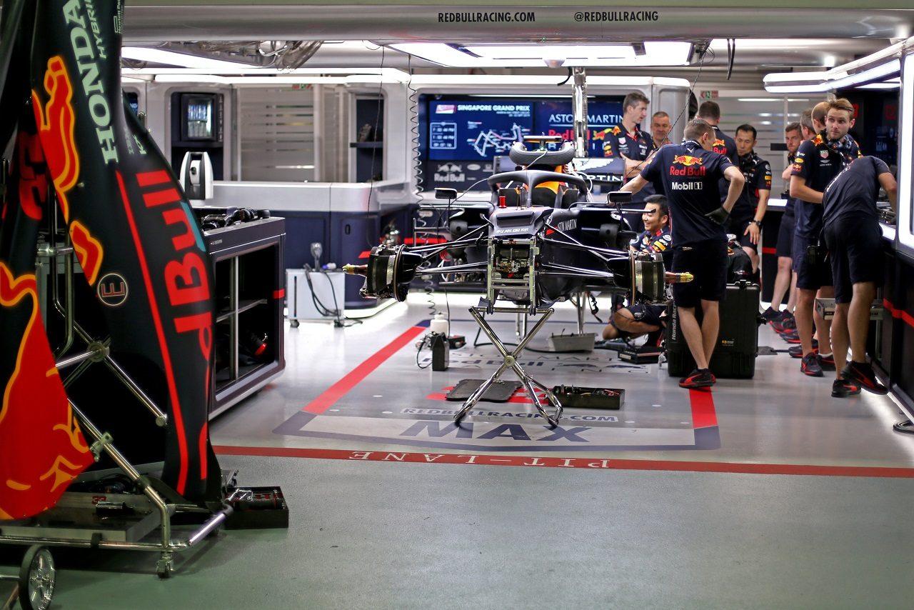 2019年F1第15戦シンガポールGP木曜 レッドブル・ホンダのガレージ