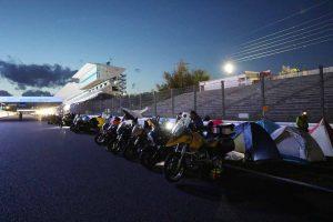 MotoGP | 鈴鹿のコース内でバイクと一緒にテント泊。翌日には走行が楽しめる『ル・マン式キャンプ』プラン発売