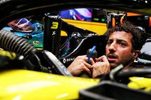 F1 | リカルド「リズムに乗って状況を最大限に活かしたが、パンクですべてが台無しに」:ルノー F1シンガポールGP日曜