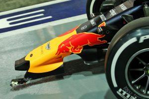 F1 | 2019年F1第15戦シンガポールGP金曜 クラッシュでウイングが破損したアレクサンダー・アルボンのレッドブルRB15・ホンダ