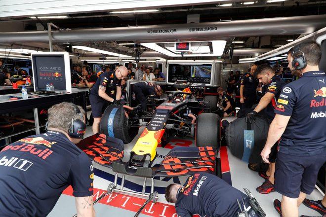 F1   レッドブル・ホンダ密着:初日トップのハミルトンも警戒するフェルスタッペンの速さ。予選の鍵を握るセクター3/F1シンガポールGP金曜