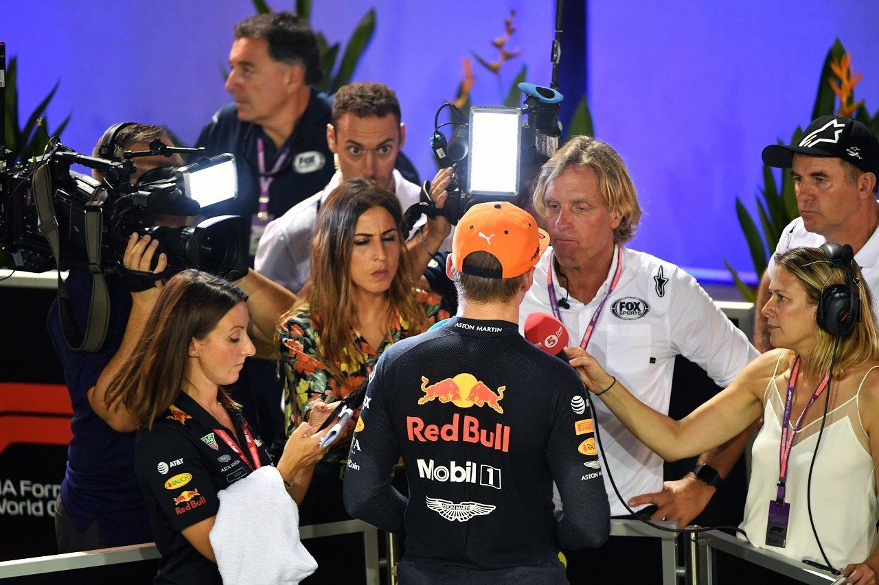 2019年F1第15戦シンガポールGP 予選後、インタビューに応じるマックス・フェルスタッペン(レッドブル・ホンダ)