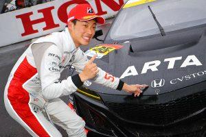 スーパーGT | スーパーGT初優勝の福住仁嶺。終盤はプッシュしようとするも「燃費の問題が出た」/第7戦SUGO GT300優勝会見