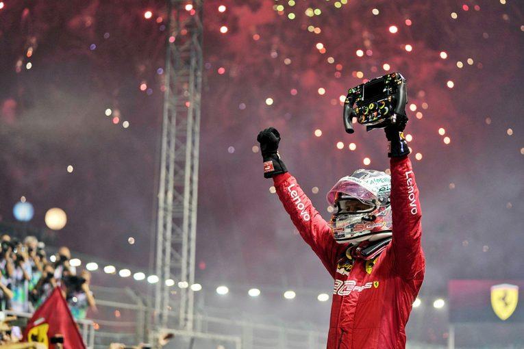 F1 | ベッテルが今季初勝利!フェラーリは2年ぶりの1-2フィニッシュ。フェルスタッペンはメルセデスを下す健闘/F1シンガポールGP決勝