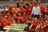 2019年F1第15戦シンガポールGP セバスチャン・ベッテル(フェラーリ)の優勝をチームで祝福