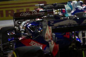 F1 | 2019年F1第15戦シンガポールGP キミ・ライコネン(アルファロメオ)とダニール・クビアト(トロロッソ・ホンダ)