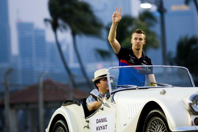 2019年F1第15戦シンガポールGP ドライバーズパレードでのダニール・クビアト(トロロッソ・ホンダ)