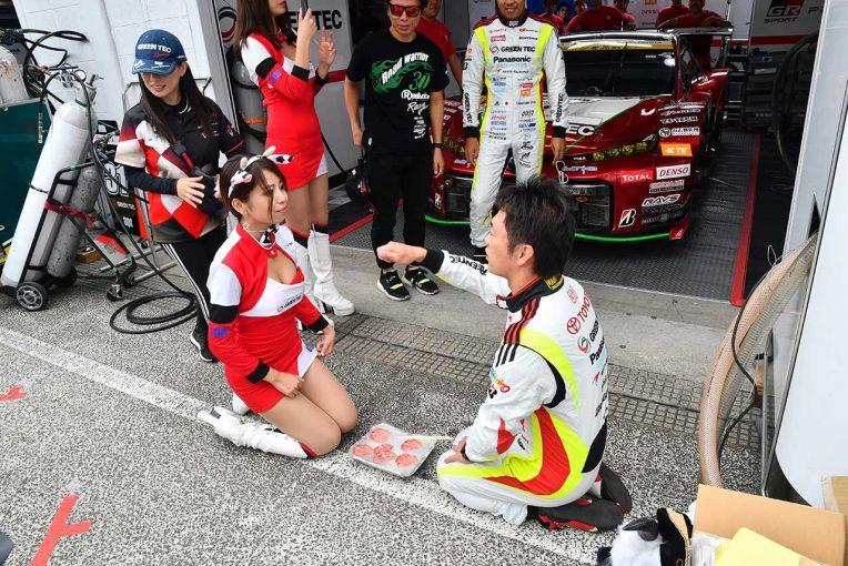 スーパーGT | 【ブログ】入念なリハーサルで臨むドライバーズアピアランス/スーパーGTサーキット便り第7戦SUGO