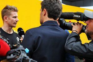 F1 | フォーミュラE転向がうわさされるヒュルケンベルグ、執拗な質問に苛立ち。「そんなに行ってほしいのか?」