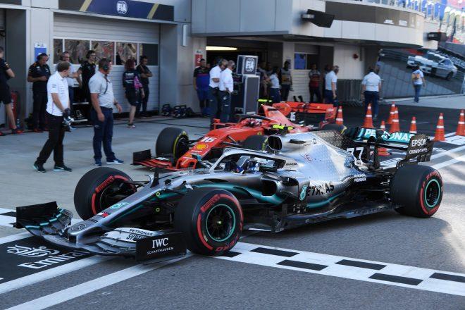 2019年F1第16戦ロシアGP土曜 バルテリ・ボッタス(メルセデス)とシャルル・ルクレール(フェラーリ)