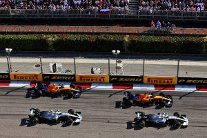 2019年F1第16戦ロシアGP決勝 ルイス・ハミルトン(メルセデス)はスタートで出遅れ3番手に