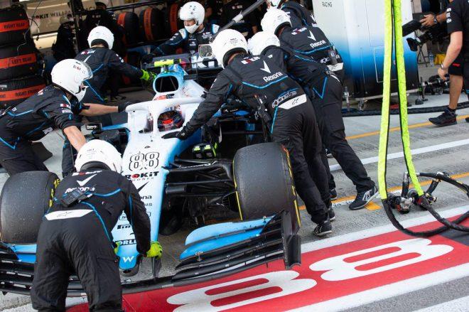 2019年F1第16戦ロシアGP チームの決断でガレージにマシンを入れるロバート・クビサ(ウイリアムズ)