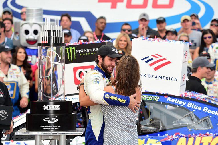 海外レース他 | NASCAR第29戦:バリアへの激突から復活。シボレーのエリオットが逆転勝利