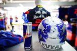 F1   クビアトの母国GP用ヘルメットを許可しなかったFIA。ファンとドライバーたちの批判をうけルールを再検討