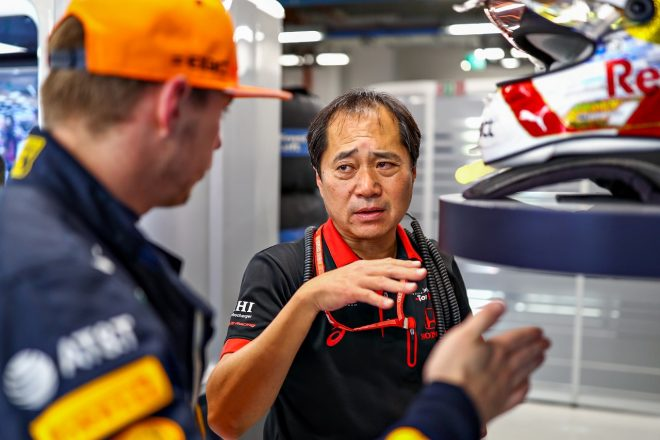 マックス・フェルスタッペン(レッドブル・ホンダ)とホンダF1テクニカルディレクター田辺豊治氏