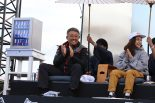 審査員を務めた山本雅史F1MDは琢磨のパフォーマンスに大喜び。右は高梨沙羅選手