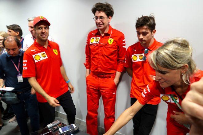 2019年F1第16戦ロシアGP 最後にベッテルが笑顔で登場するも、2人は苦笑い