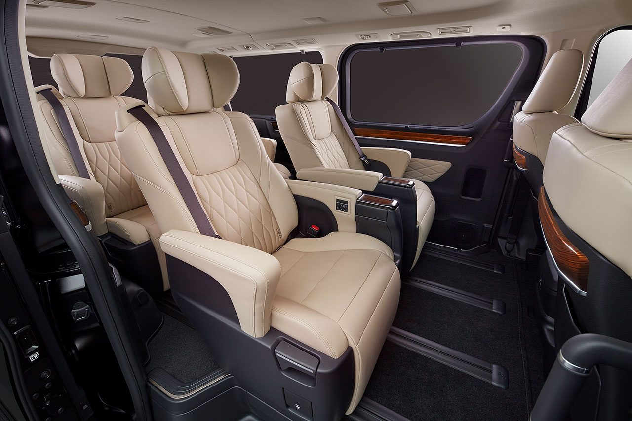 トヨタ 年内発売予定のフルサイズワゴ『グランエース』を東京モーターショーで初披露