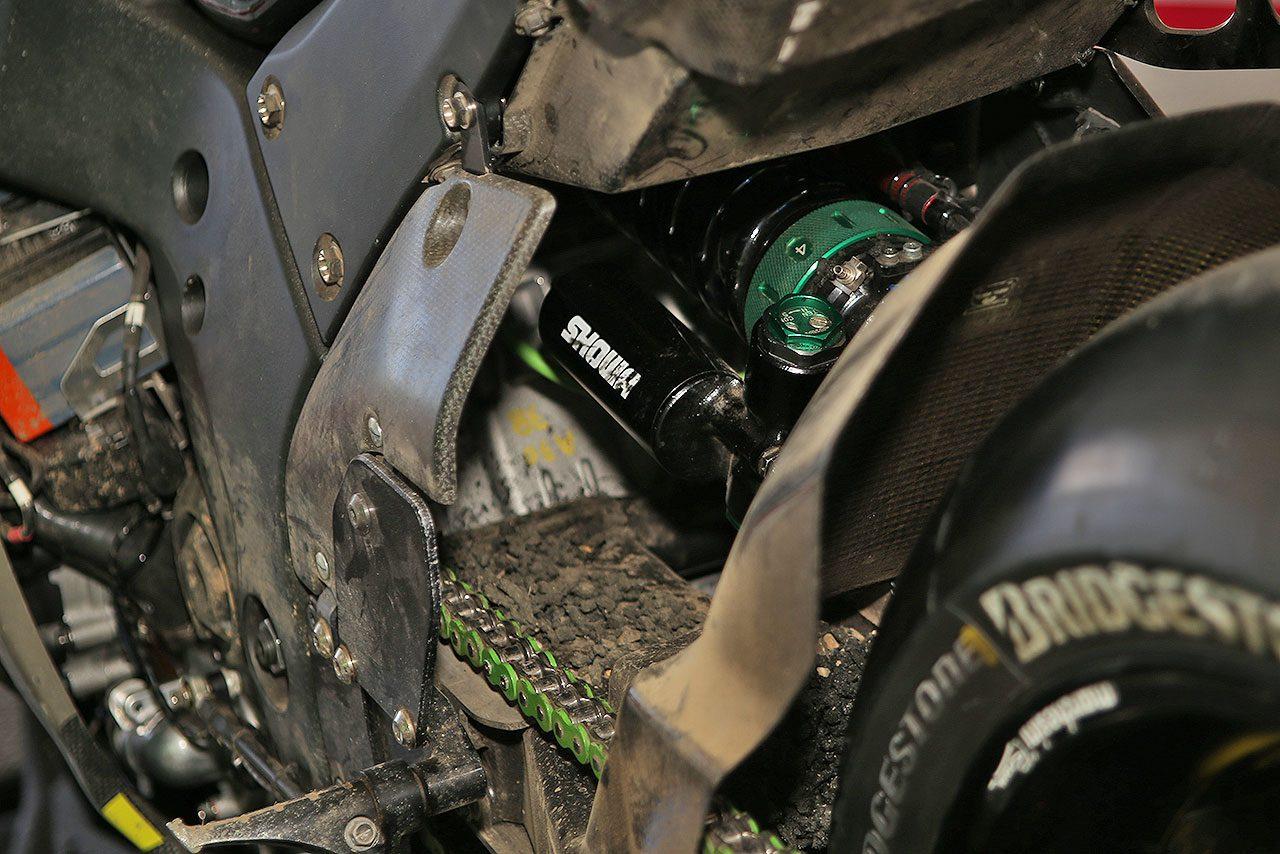 26年ぶりに鈴鹿8耐制したカワサキNinja ZX-10RRが傷、汚れそのままで展示/全日本ロード第7戦トピックス