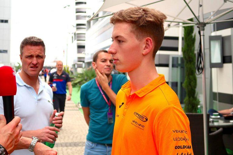 F1 | 【あなたは何しに?】厳しい表情のラルフ・シューマッハーが思わず頬を緩めた、息子の一言