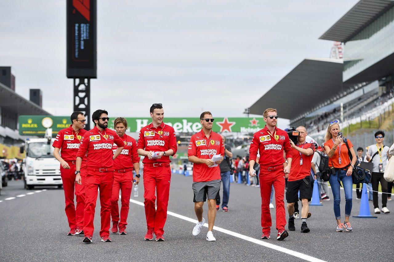2019年F1第17戦日本GP木曜 コース下見をするセバスチャン・ベッテル(フェラーリ)