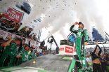 海外レース他 | NASCAR第30戦:シボレーのラーソンが75戦ぶりに優勝。トヨタはステージ1&2を制す