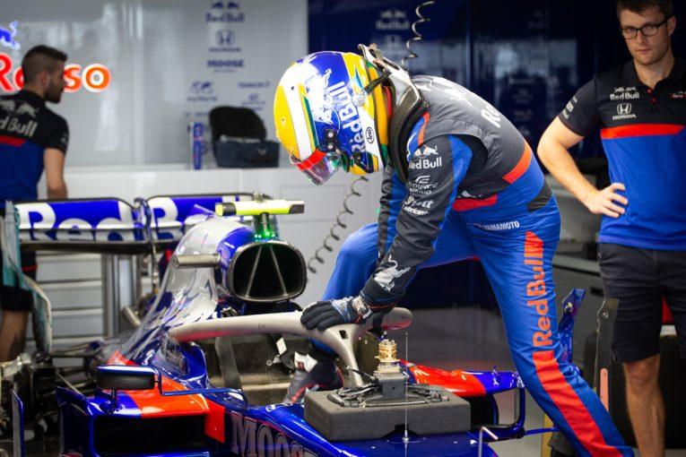F1 | 【SNSピックアップ】F1日本GP(3):山本尚貴、FP1へ。ベッテルがメルセデスのサイン会に乱入!? その正体は……