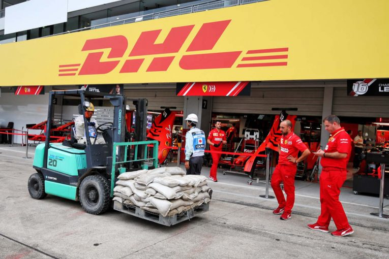 F1 | 【SNSピックアップ】F1日本GP(4):台風対策が進む鈴鹿。FP1参加に感謝する山本尚貴。ファンフライデー