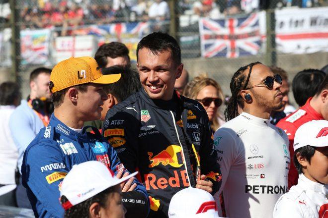 2019年F1第17戦日本GP日曜 アレクサンダー・アルボン(レッドブル・ホンダ)とランド・ノリス(マクラーレン)