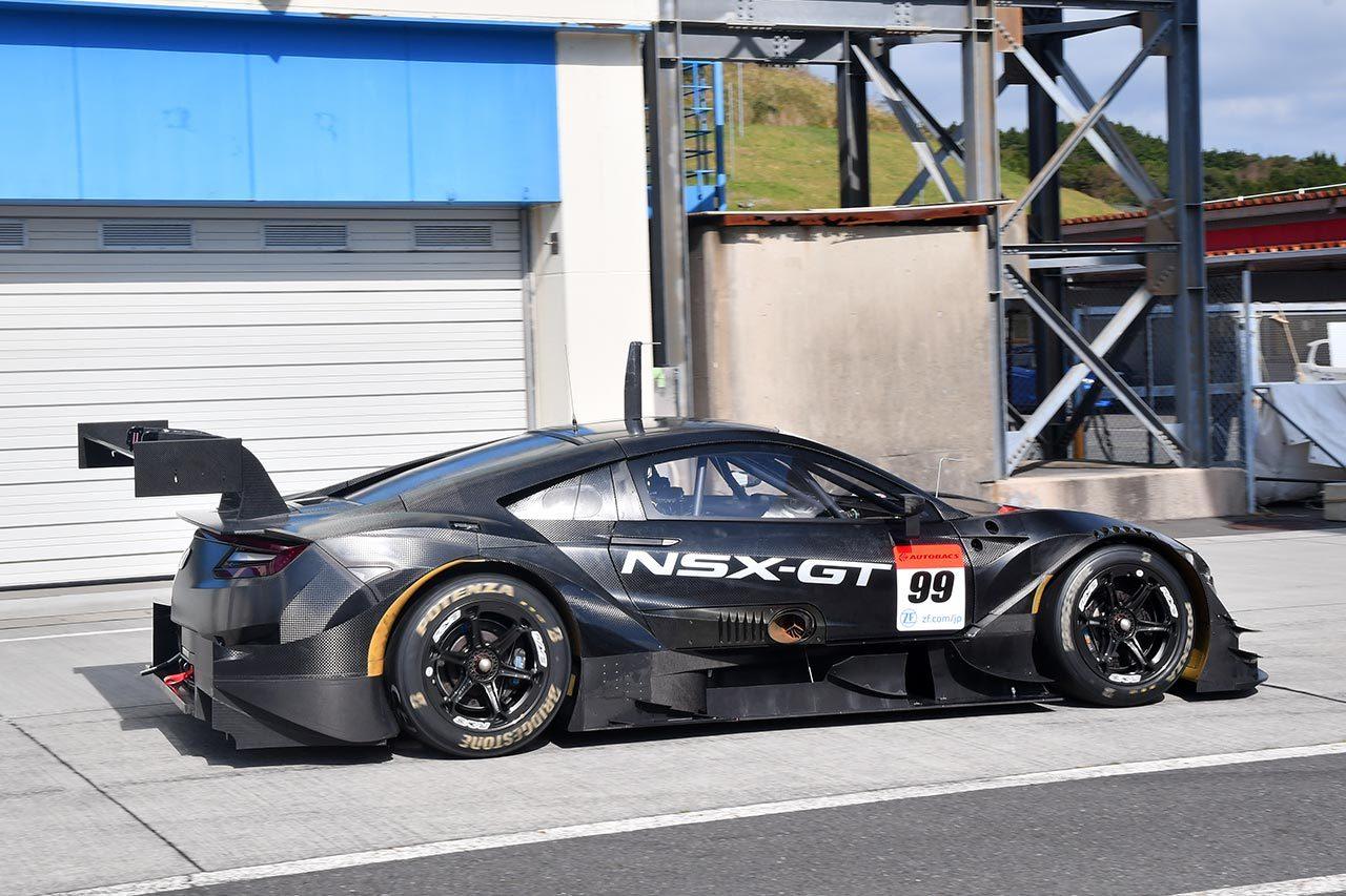 オートポリスでクラス1規定準拠の2020年モデルのホンダNSX-GTがシェイクダウン