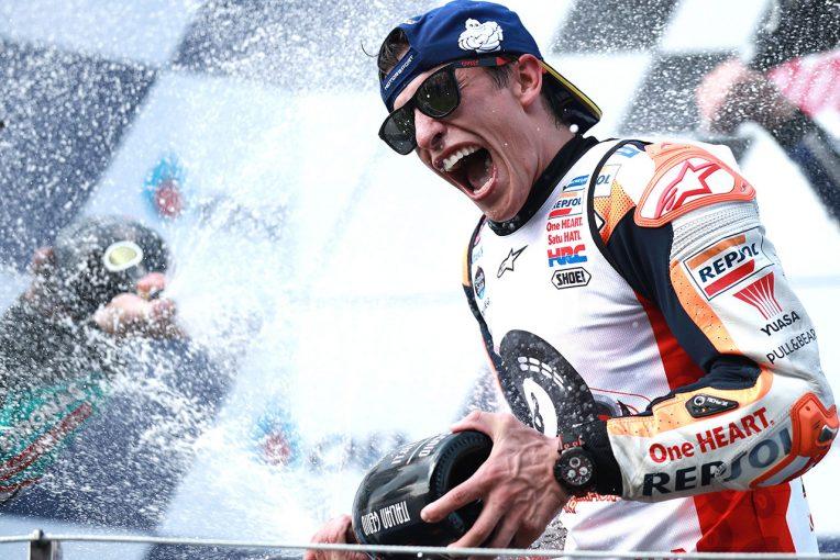 """MotoGP   MotoGPチャンピオンインタビュー:「""""ほぼ""""完璧な1年だった」とマルケス。残り4戦で3年連続の3冠に挑む"""