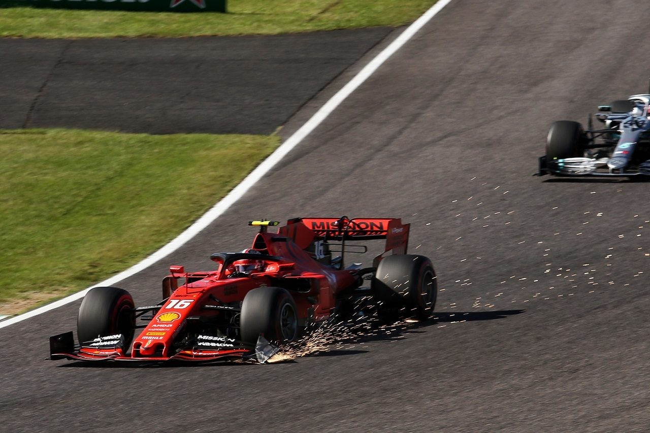 2019年F1第17戦日本GP決勝 マシンにダメージを負ったまま走り続けるシャルル・ルクレール(フェラーリ)