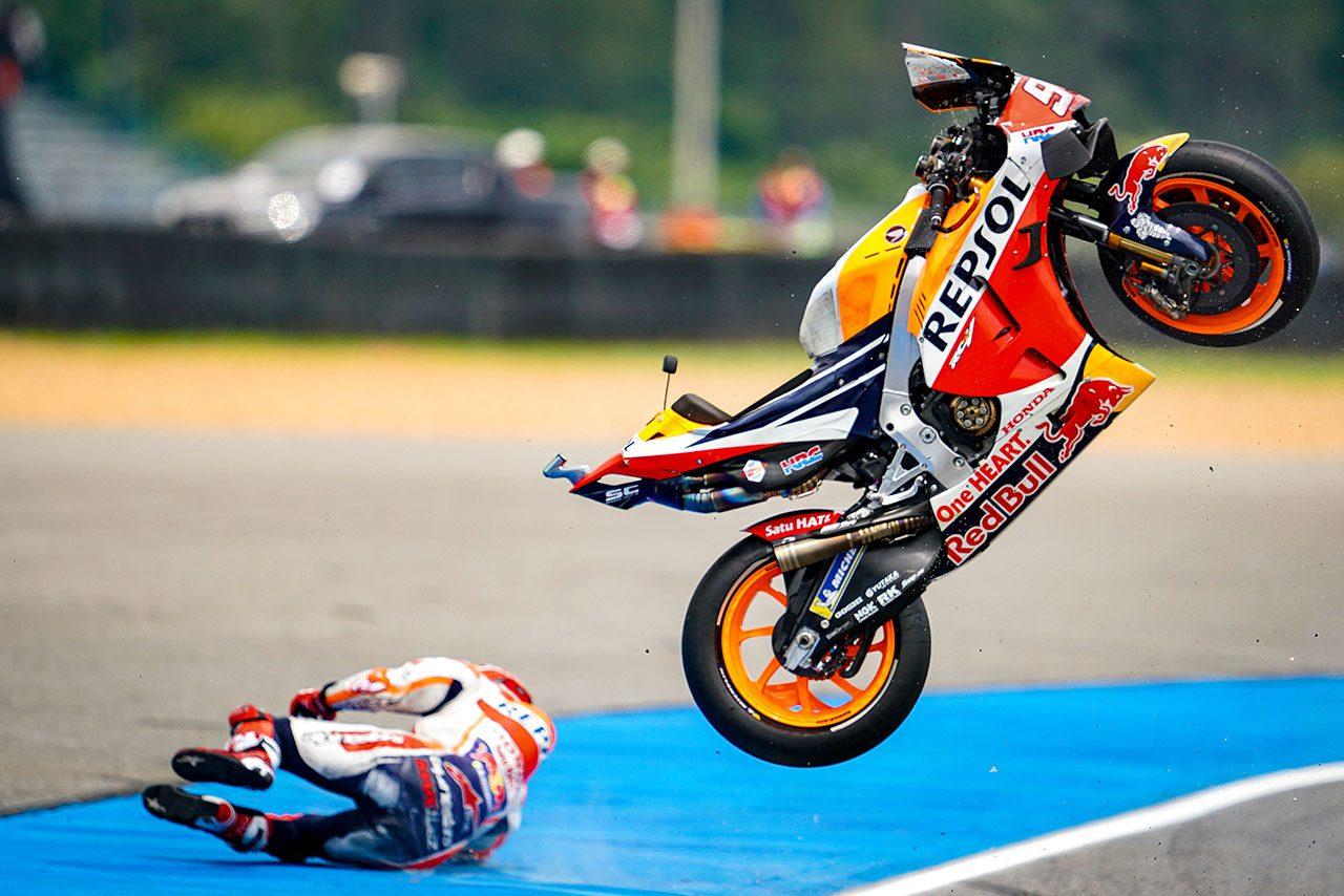 """【MotoGPコラム】マルケスを王者にした""""非現実的な感触""""。関係者が明かす唯一無二のライディング技術"""