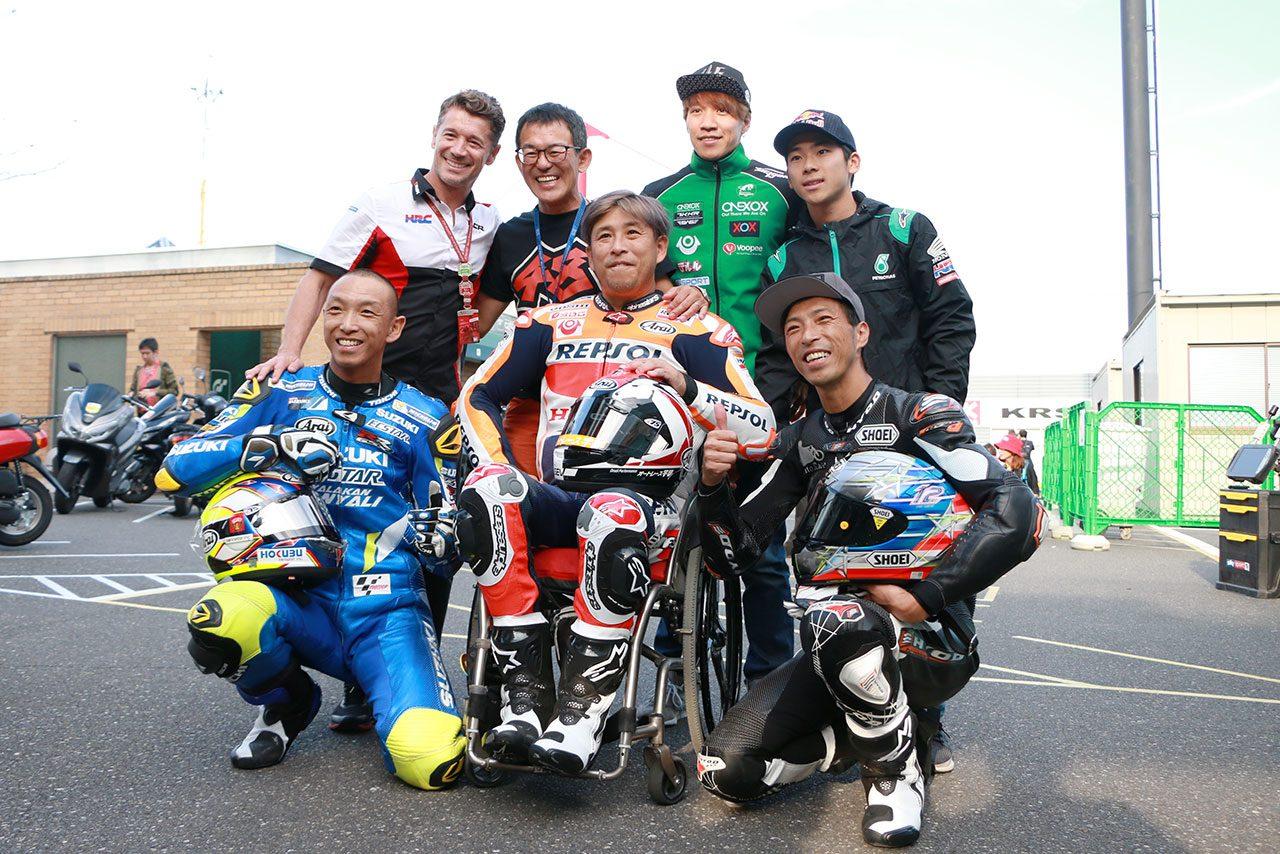 青木拓磨がレプソルカラーのホンダRC213V-Sを駆る。3兄弟揃っての走行は26年ぶり/MotoGP日本GP