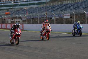 MotoGP | 青木拓磨がレプソルカラーのホンダRC213V-Sを駆る。3兄弟揃っての走行は26年ぶり/MotoGP日本GP