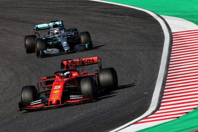 2019年F1日本GPでのベッテルとハミルトン