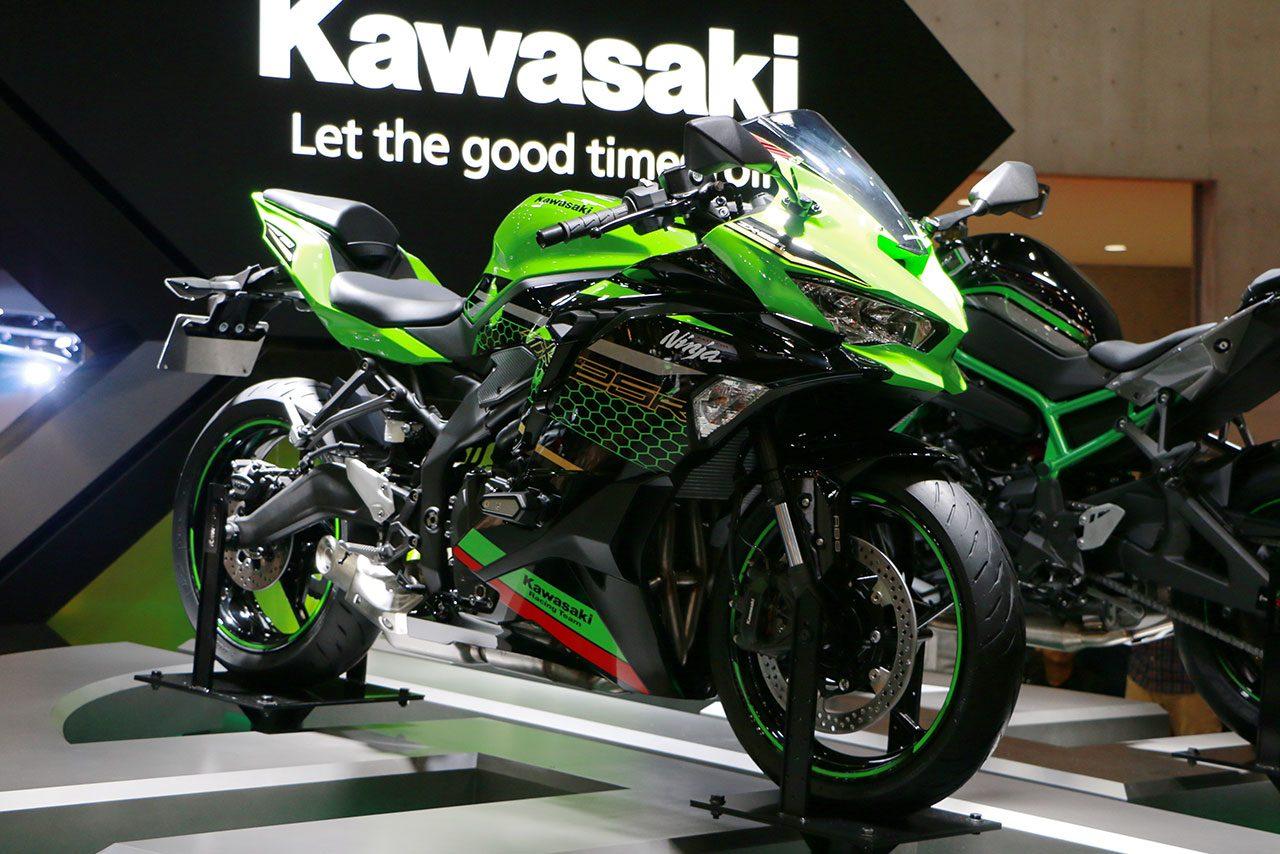 カワサキ、4気筒エンジンの『ZX-25R』、スーパーチャージャー搭載のネイキッド『Z H2』初公開/東京モーターショー