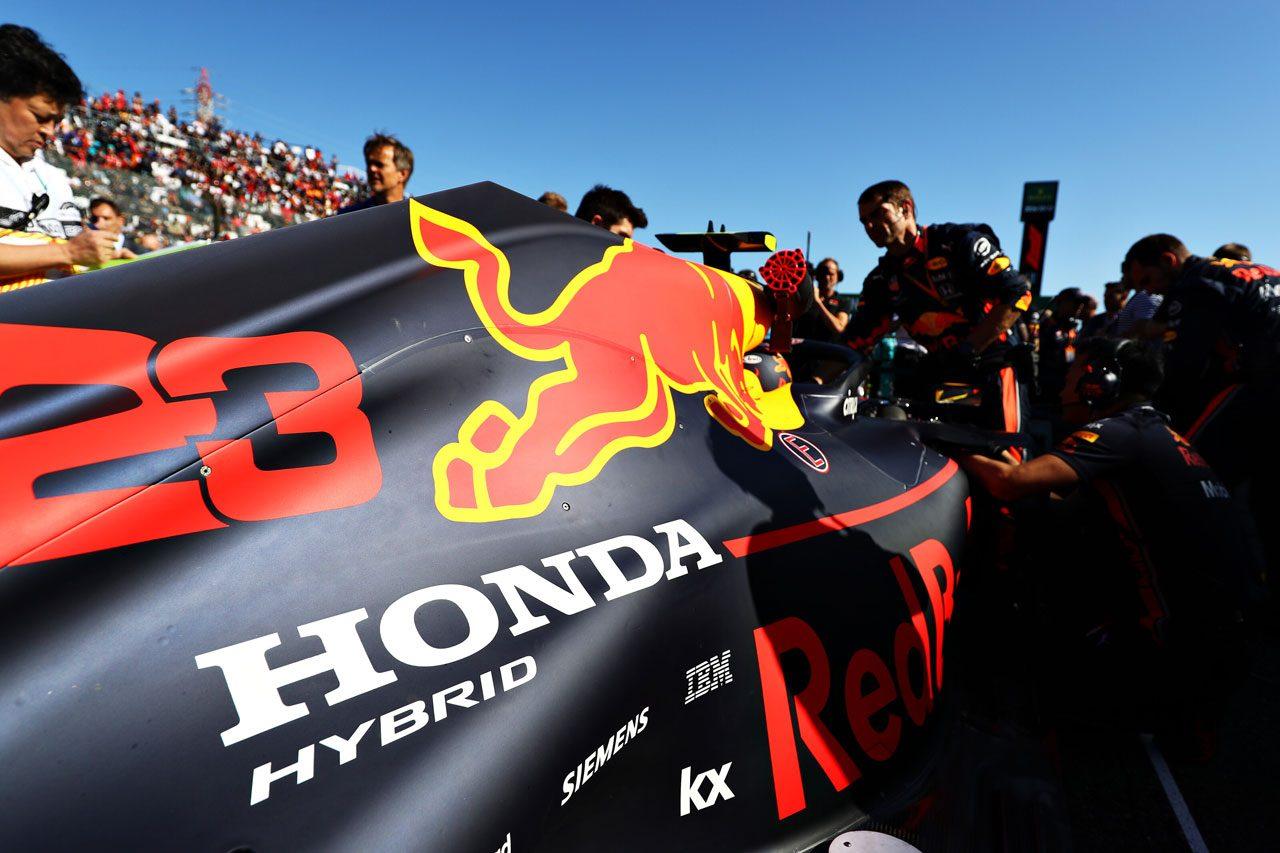 2019年F1日本GP アレクサンダー・アルボンのレッドブルRB15・ホンダ