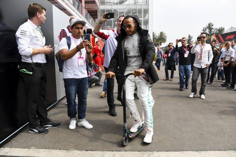 F1 | ハミルトン、フェラーリから約1秒差の5番手「タイヤ管理が難しい。4回交換のレースになる可能性も」:F1メキシコGP