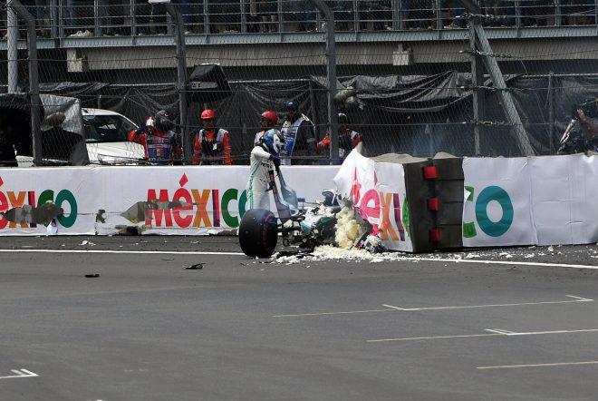 2019年F1第18戦メキシコGP クラッシュの後、マシンから降りるバルテリ・ボッタス(メルセデス)