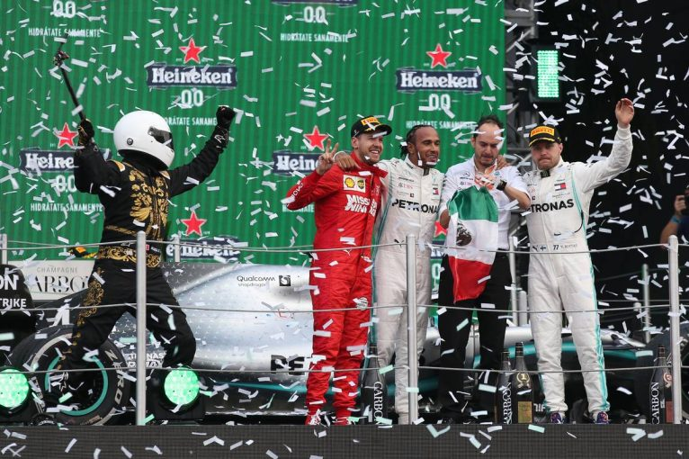 F1 | F1メキシコGP決勝:タイヤ戦略を的中させたハミルトンが逆転勝利。パンクを喫したフェルスタッペンは後方から追い上げ