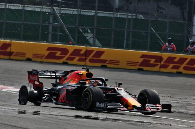 2019年F1第18戦メキシコGP決勝 1周目の接触でパンクしてしまったマックス・フェルスタッペン(レッドブル・ホンダ)