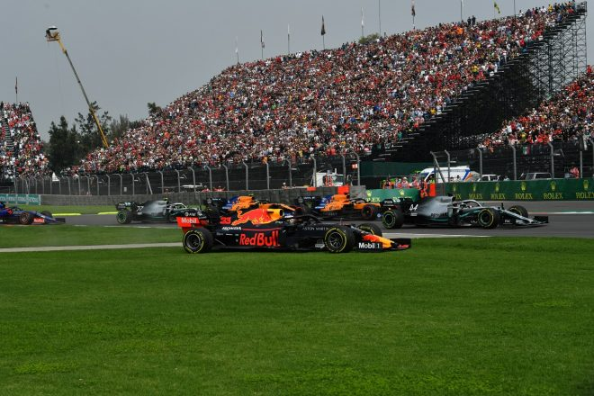 2019年F1第18戦メキシコGP決勝 コースオフしたマックス・フェルスタッペン(レッドブル・ホンダ)