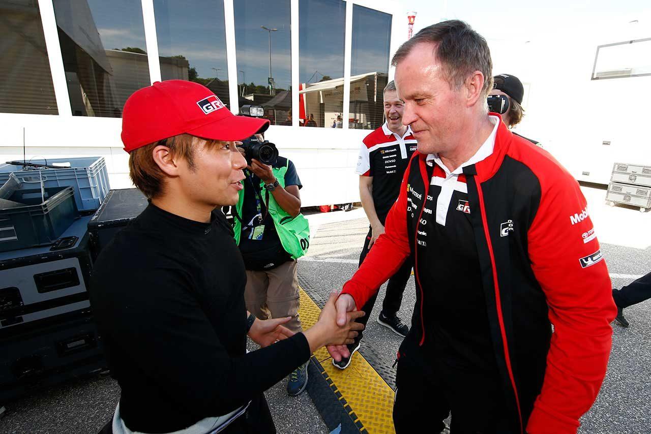 勝田貴元(左)とトミ・マキネン(右)