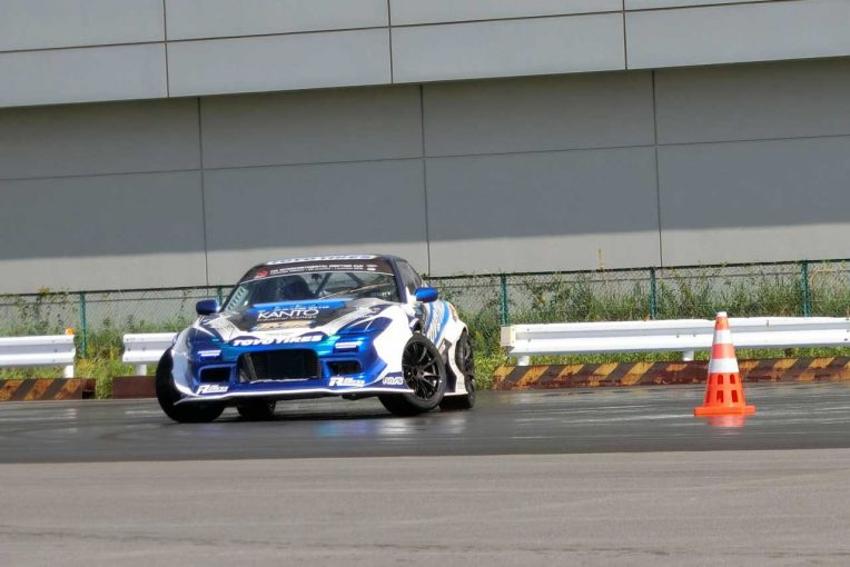 国内レース他 | 「世界一のバカは俺だ!」。川畑真人などD1ドライバーが東京モーターショーで迫力デモラン