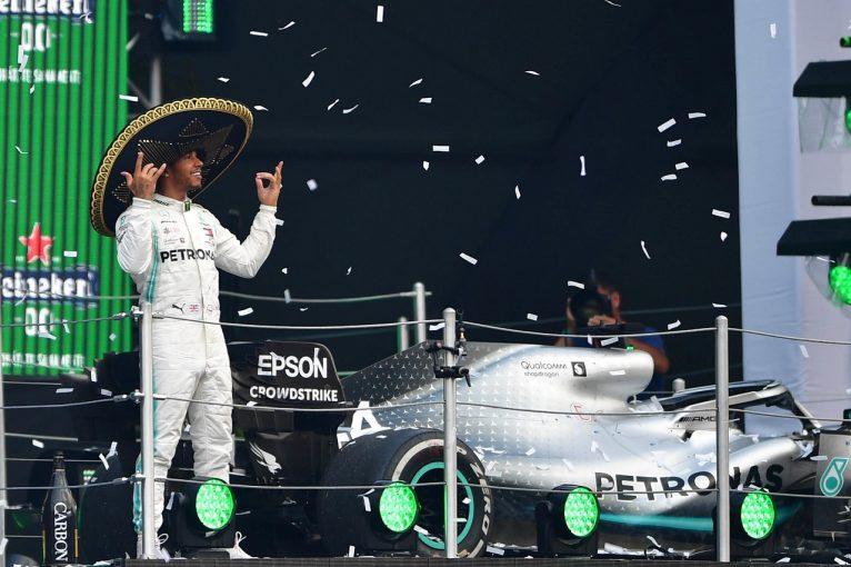 F1 | ハミルトン今季10勝目「正直、チームの戦略は不安だった。ダメージを負ったマシンで勝てたなんて驚き」:メルセデスF1