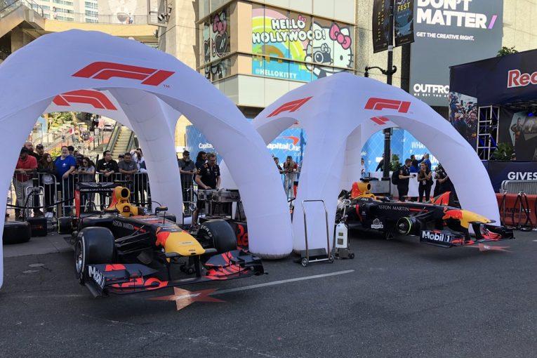 F1   フェルスタッペン、リカルドらがハリウッド大通りでF1デモ走行。YouTubeでライブ配信も