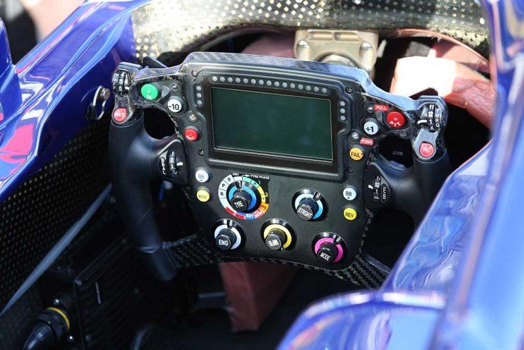 F1 | トロロッソ・ホンダSTR14運転マニュアル──山本尚貴が明かす現代F1マシンドライブの複雑さ