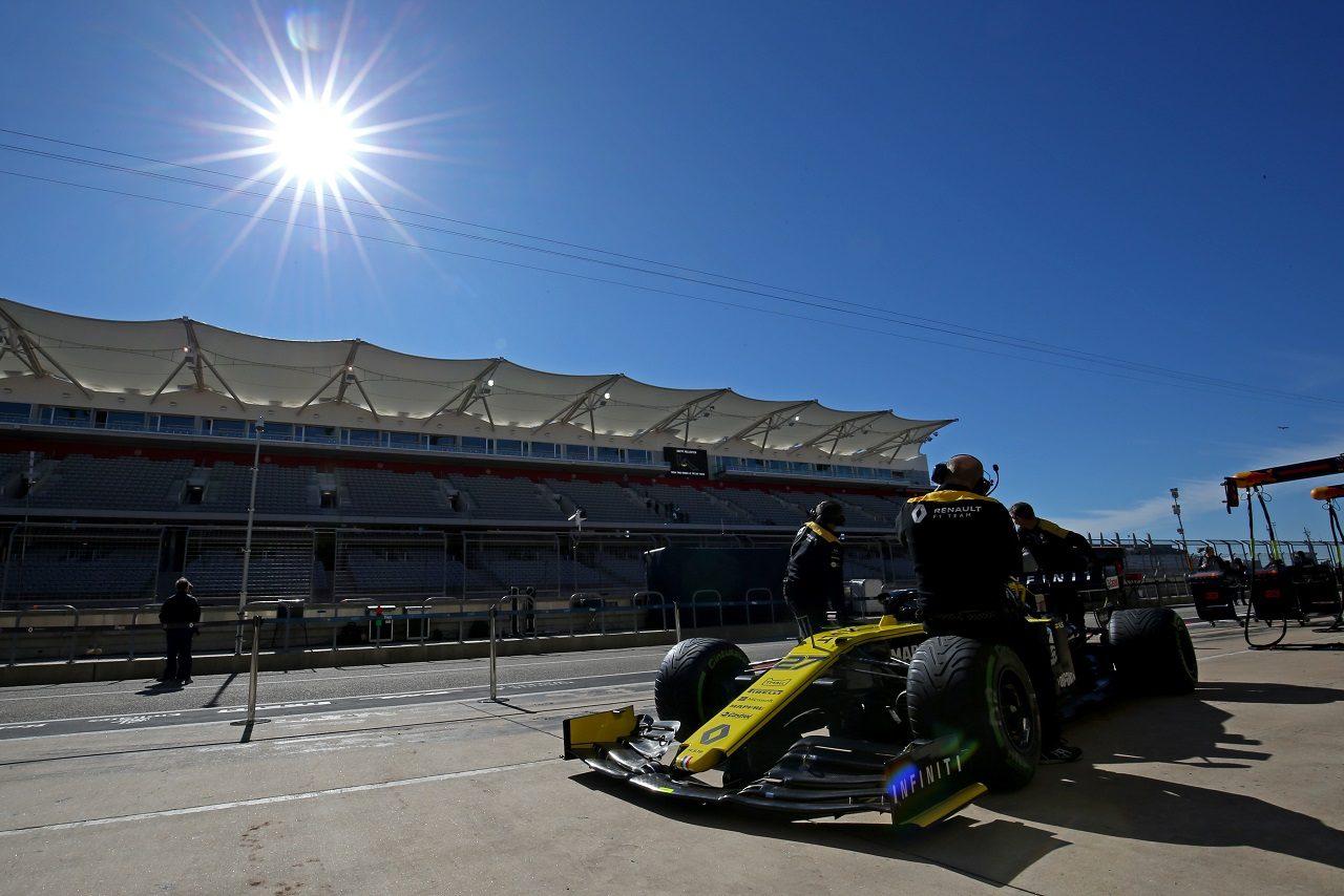 2019年F1第19戦アメリカGP ニコ・ヒュルケンベルグ(ルノー)のマシンを準備するメカニックたち